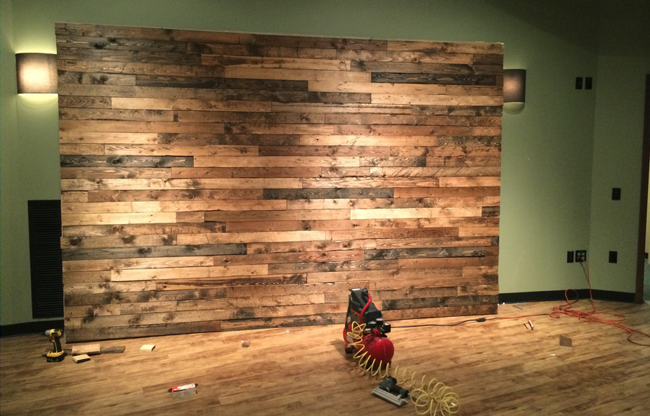 faux-pallet-wall-installed